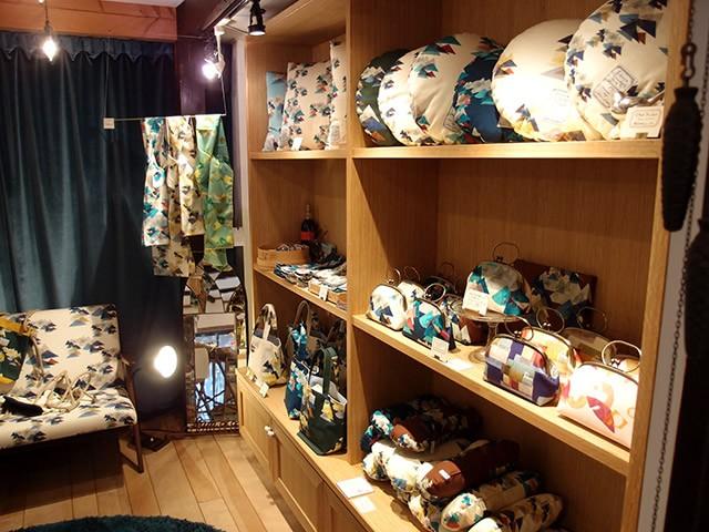 様々の商品が並ぶプティ・タ・プティ店内