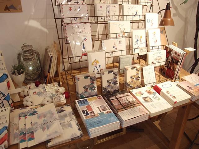 ナカムラユキさんのイラストや著書も並んでいます