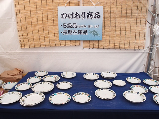 九谷青窯の徳永遊心さんの色絵花繋ぎのB級品