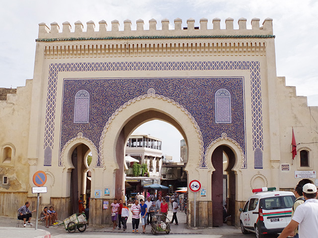 メディナ(旧市街)への入口のひとつ、ブー・ジュルード門