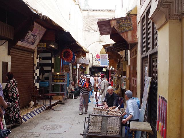 細い路地が入り組むメディナ(旧市街)には昔ながらの暮らしが残っている