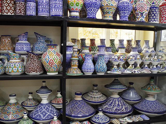 タジンや壺などたくさんの作品