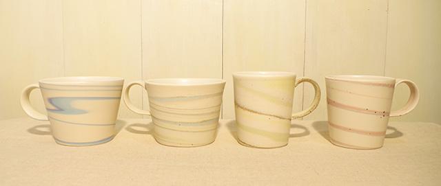 色の優しい重なり合いと独特な質感が美しいマーブル模様のマグカップ